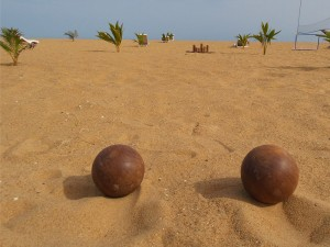 Bar-plage-grand-popo-benin-jungle-beach-bar-boules-bois-2